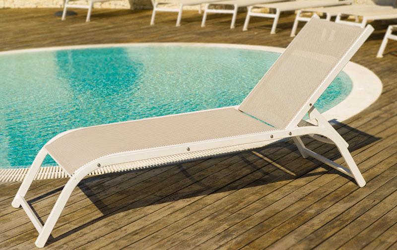Arredo piscine poltrone e arredi per piscine for Arredamento piscine